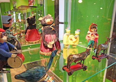 Exposición juguetes antiguos: muñecos