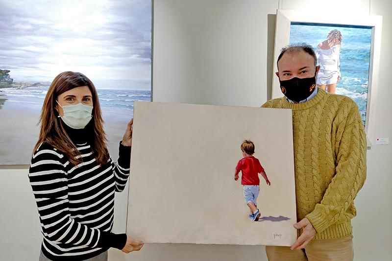 La pintora Nekane Garrués dona una obra a la Ciudadela de Jaca